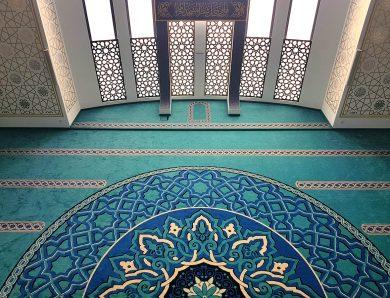 Seccadeli Cami Halısı Nedir?